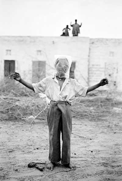 "Foto Gauri Gill, Jogiyon ka Dera, aus der Serie ""Notes from the Desert"", 1999-2010"