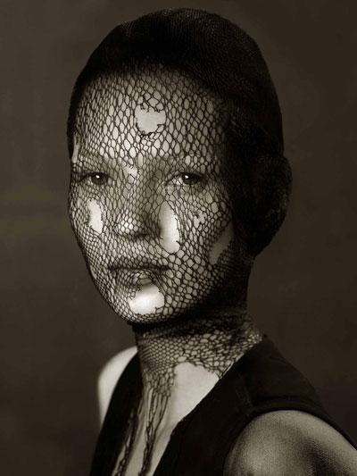 Foto Albert Watson, Kate Moss, Veil, Marocco 1993