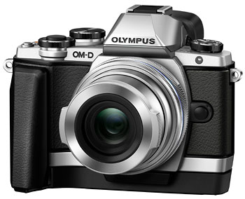 Foto OM-D E-M10 mit Griff ECG-1 und Objektivdeckel LC-37C geöffnet