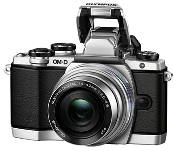 Foto der E-M10 mit Pop-up-Blitz
