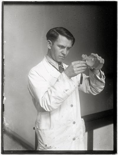 Foto August Sander, Laborant, 1938