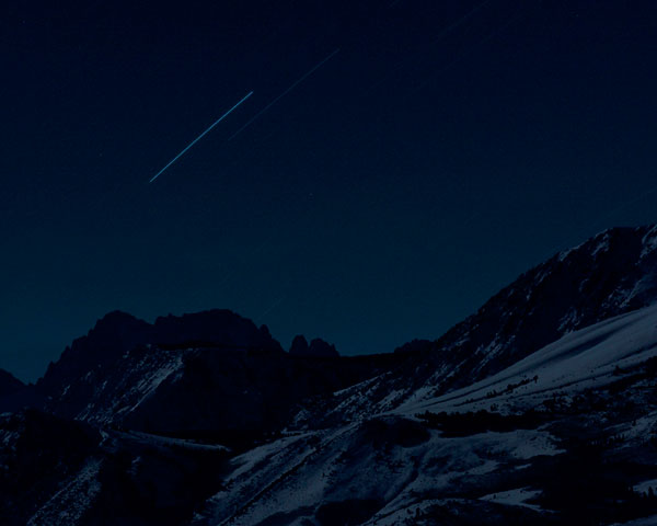 Foto Trevor Paglen, Four Geostationary Satellites Above the Sierra Nevada, 2007