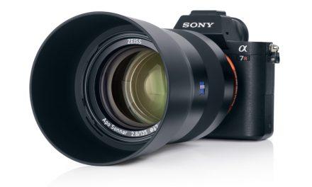 Zeiss Batis 2.8/135: Kompaktes Porträt-Tele für Sony E-Mount angekündigt