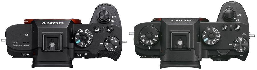 Sicherlich trägt auch der Fokusantrieb der Objektive einen gehörigen Teil zum sehr schnellen Autofokus der Alpha 9 bei. So sind die Telezooms FE 100–400mm F4.5–5.6 GM OSS und FE 70–200mm F2.8 GM OSS mit gleich zwei Fokusgruppen versehen, die unabhängig voneinander angesteuert werden – was vielleicht auch den nicht gerade günstigen Preis dieser Objektive erklärt. Noch fehlen für die Spiegellosen von Sony lange und lichtstarke Telebrennweiten. Laut Sony lassen sich jedoch problemlos die entsprechenden A-Mount-Objektive an die Alpha 9 adaptieren, etwa das 300 mm F2,8 G SSM II oder das 500 mm F4 G SSM. In diesem Fall soll der Autofokus der Alpha 9 noch schnell genug sein für 10 Bilder/Sekunde. Handling Auf den ersten Blick sieht die Alpha 9 aus wie die Kameras der Alpha-7II-Familie. Doch im Detail hat Sony die Alpha 9 deutlich verbessert. Vor allem gibt es bei ihr deutlich mehr dedizierte Bedienelemente. Neu hinzugekommen ist zum Beispiel ein Einstellrad mit zwei Ebenen auf der linken Kameraschulter. Hier stellt man bequem den Bildfolgemodus und die AF-Betriebsart – für beides geht bei der A7-Familie nur über das Schnellmenü. Alpha-7-II_Alpha-9_von-oben.jpg Im Gegensatz zur Alpha 7 II (links) bietet die Alpha 9 (rechts) ein Einstellrad auf der linken Kameraschulter, mit dem sich Bildfolgemodus und AF-Betriebsart rasch ändern lassen. Kräftig überarbeitet hat Sony auch die Bedienelemente auf der Rückseite. Dass es bei der Alpha 9 jeweils eine Taste für den Autofokus sowie den Messwertspeicher gibt, habe ich ja bereits angesprochen. Neu ist aber auch ein Joystick, mit dem sich zum Beispiel das AF-Feld verschieben lässt oder komfortabel durchs Hauptmenü blättern. Man kann bei der Alpha 9 jetzt das AF-Feld alternativ mit einem Fingertipper aufs Display positionieren, der Monitor ist nämlich berührungsempfindlich. Schade, dass Sony diese Funktion aufs AF-Feld beschränkt hat, Menü oder Schnellmenü reagieren nicht auf Fingertipper. Geblieben ist das kleine Wählrad. Obwohl Sony 