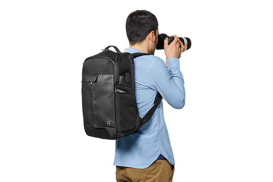 GITZO_camera_bag_with model_1