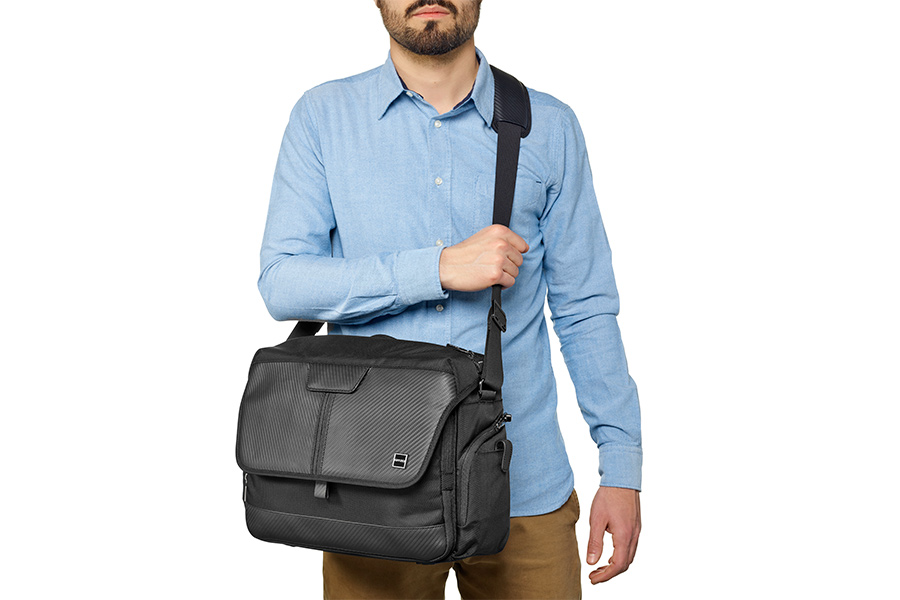GITZO_camera_bag_with model_2