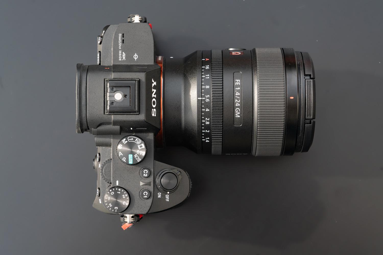 Sony-24-FE-Praxis-Top