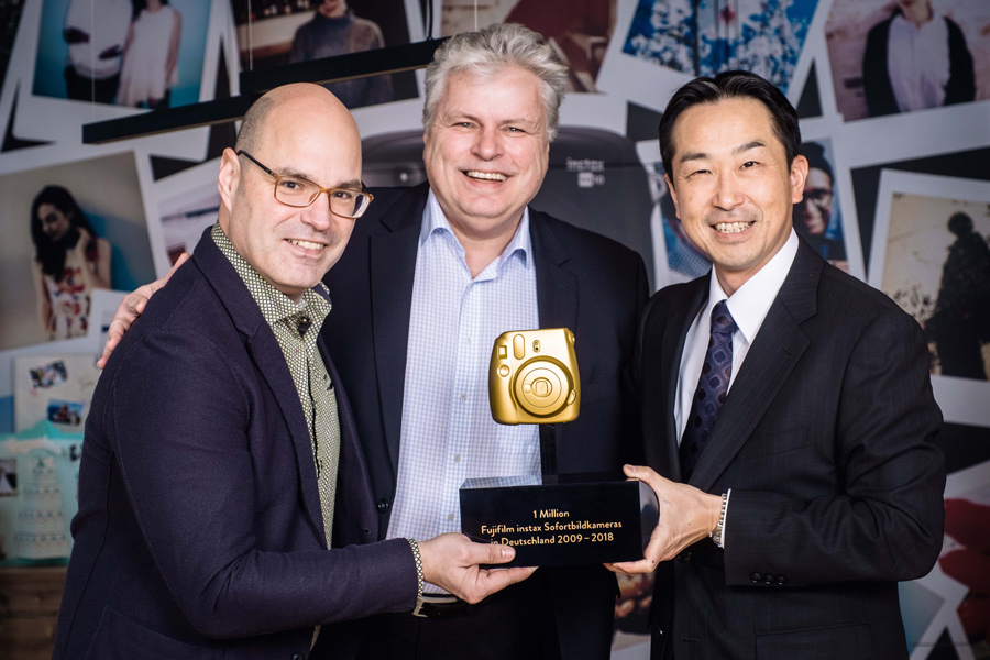 Fujifilm_Award-Einmillionste_instax