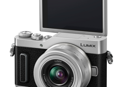 LUMIX_GX880_Produktbild_Slant_Display.jpg