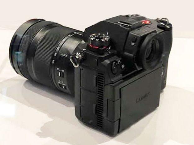 Panasonic-S1H-Scharnier