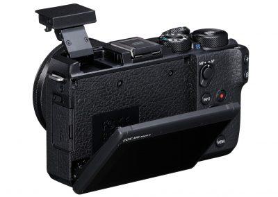 16_EOS M6 Mark II_BK_BackSlantLeft_EF-M15-45mm1.3.5-6.3ISSTM