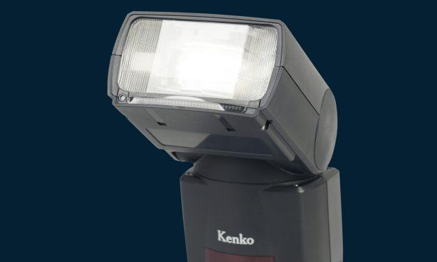 Systemblitz AI Flash AB600-R von Kenko richtet Reflektor automatisch aus